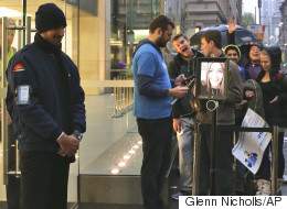 Someone Used A ROBOT To Queue For The iPhone 6s