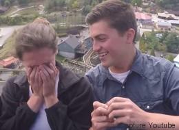 Il demande son amie en mariage... sur des montagnes russes (VIDÉO)