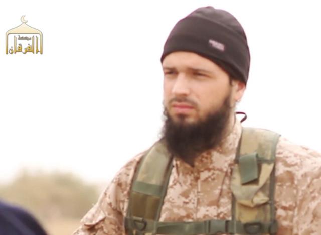 la famille d 39 un soldat syrien d capit dans une vid o o apparait un jihadiste fran ais porte. Black Bedroom Furniture Sets. Home Design Ideas