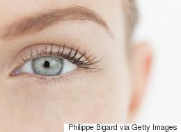 Maquillage: 4 astuces beauté pour flouter nos petits défauts en un coup de pinceau