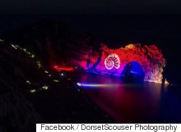 This Time Lapse Of Durdle Door Light Show Is Mesmerising