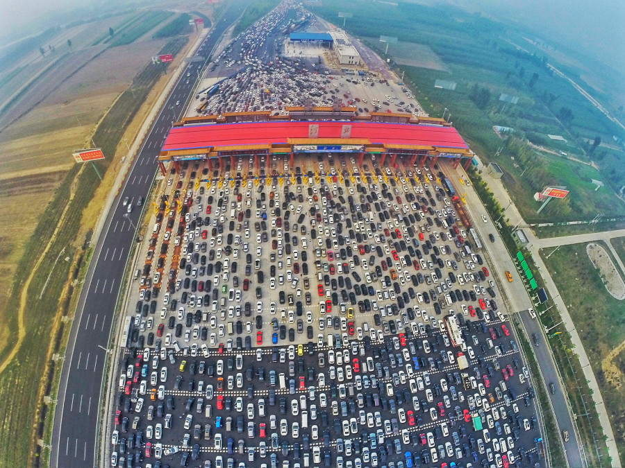Chinas Epic Traffic Jam Looks Like Carmageddon On The Beijing Hong Kong Macau Expressway