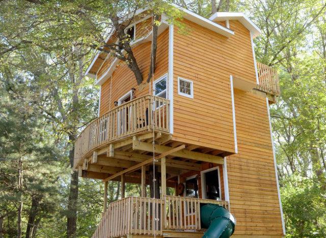 photos cette cabane dans les arbres est presque totalement habitable. Black Bedroom Furniture Sets. Home Design Ideas