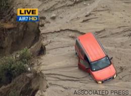 Riada de lodo cubre carreteras y atrapa autos en California