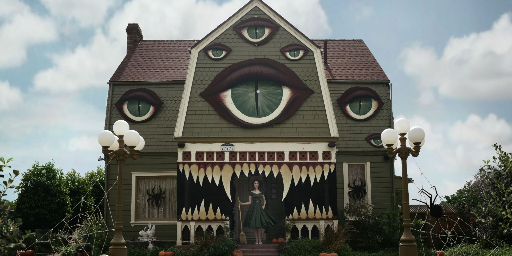 amazing halloween decoration transforms a house into a spooky