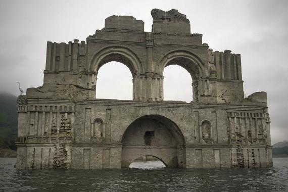 templo surge agua