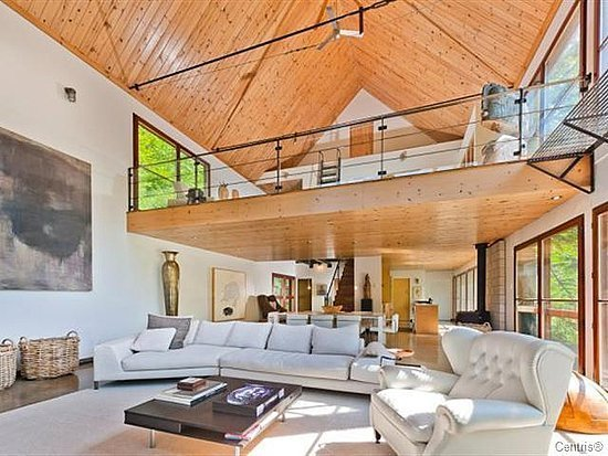 Inside halle berry 39 s quebec hideaway photos huffpost for Open floor plan homes with loft