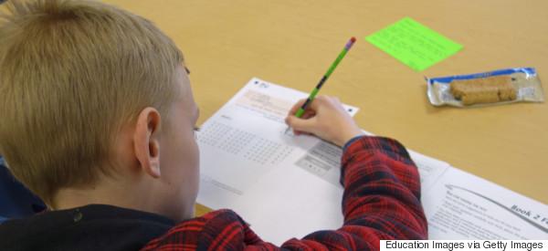 Obama pide reducir exámenes estandarizados a alumnos
