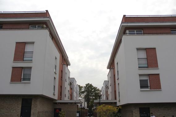 Dix ans apr u00e8s lesémeutes des banlieues, visite des lieux qui font Clichy sous Bois avec son maire # La Poste Clichy Sous Bois