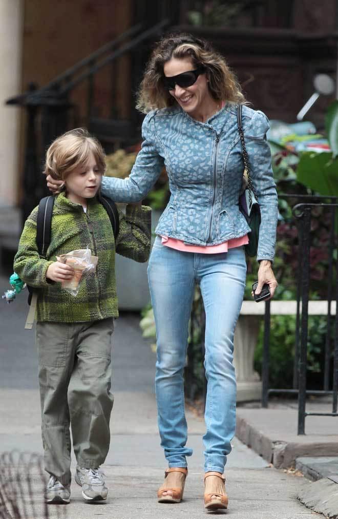 Sarah Jessica Parker Wears Leopard-Printed Denim Jacket ... анджелина джоли анорексия