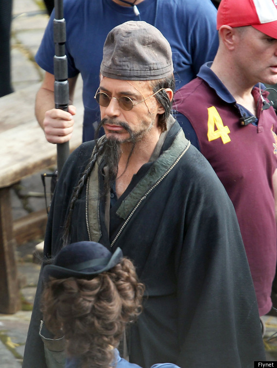 robert downey jr sherlock holmes ii disguise on set