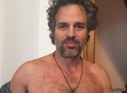 Mark Ruffalo exhibe un téton pour la bonne cause (PHOTO)