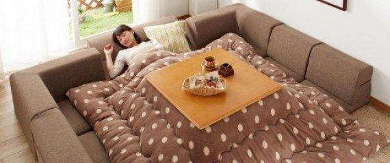 le kotatsu l 39 invention japonaise pour rester au chaud tout l 39 hiver photos. Black Bedroom Furniture Sets. Home Design Ideas