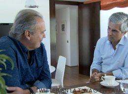 Por qué Julio Iglesias se merece el premio por la foto de Adolfo Suárez y el Rey