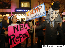 Latinos protestan por invitación de Trump a 'Saturday Night Live'
