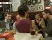 Pablo Casado (PP), de cañas con simpatizantes de Podemos: Tu partido está lleno de ladrones