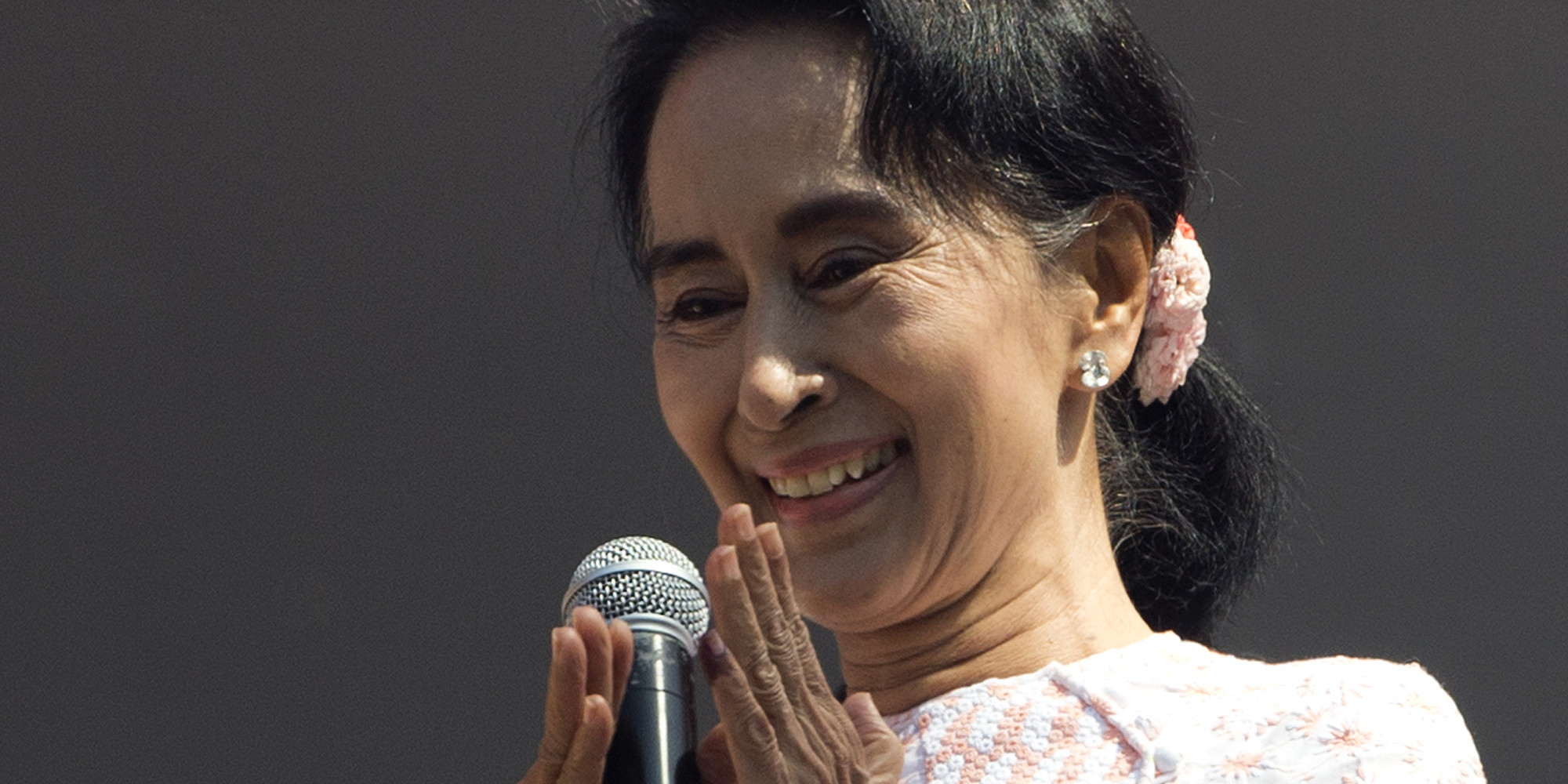 aung san suu kyi 39 s staggering inner strength in 9 key moments huffpost uk. Black Bedroom Furniture Sets. Home Design Ideas