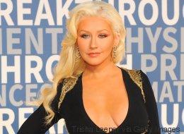Christina Aguilera luce impresionante escote en la alfombra roja