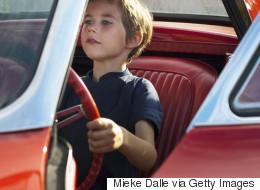 Hombre ebrio pide a niño que conduzca su auto