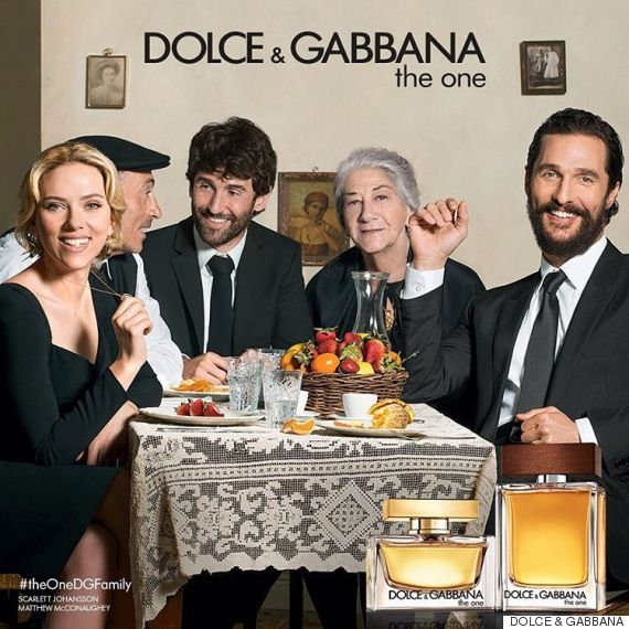 scarlett johansson et matthew mcconaughey r unis pour le parfum the one de dolce gabbana. Black Bedroom Furniture Sets. Home Design Ideas