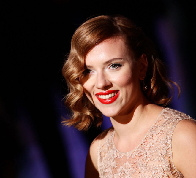 Scarlett Johansson On Her Beauty Routine, Vegan Baking And ...