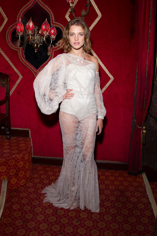 Natalia Vodianova In White Lace Gown  Look Of The Day  5591679736a