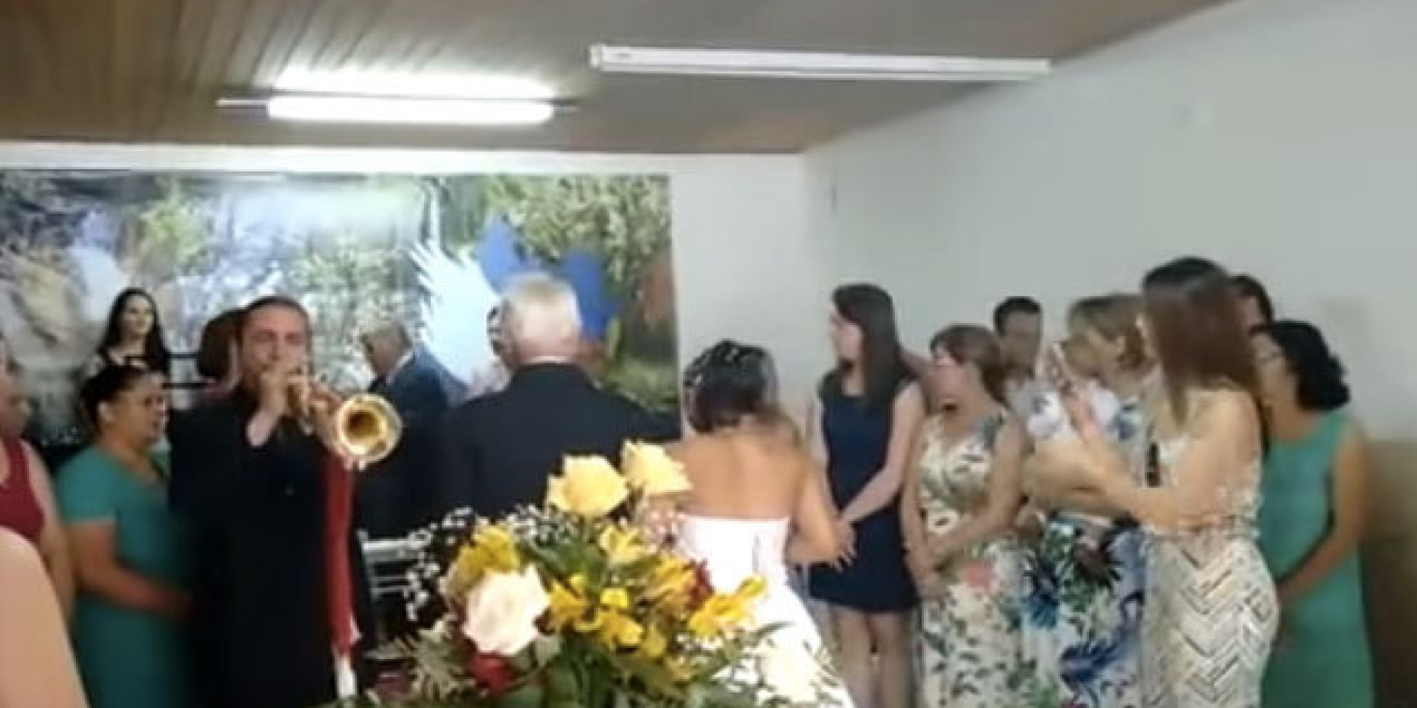 Matrimonio Simbolico En Brasil : Este trompetista arruinó una boda en brasil tocó la