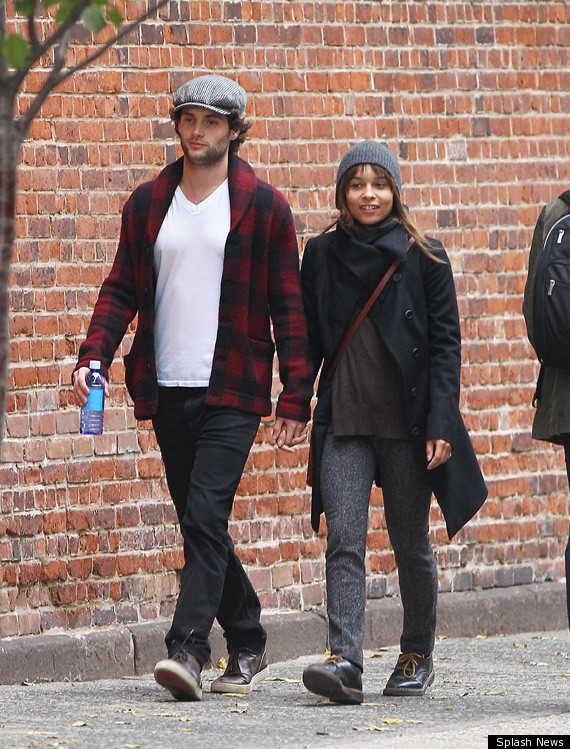 Penn Badgley And Zoe Kravitz Hold Hands In New York (PHOTO ...