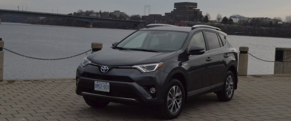 essai routier toyota rav4 hybride 2016 la chasse aux missions photos. Black Bedroom Furniture Sets. Home Design Ideas