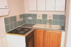 Kitchen in tiny flat | Pic: Zoopla