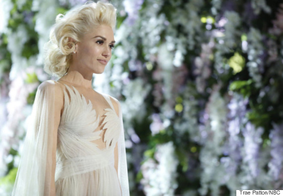 Gwen stefani wears wedding dress for emotional used to love you gwen stefani the voice junglespirit Images