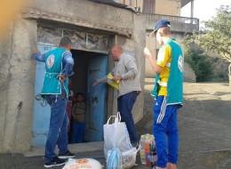 هكذا خفف شباب جزائريون قسوة الشتاء عن فقراء الجبال.. شاركهم تجربتهم