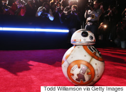 Sur le tapis rouge de « Star Wars », BB-8 a joué les divas (PHOTOS)