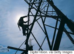 Des milliers de foyers privés d'électricité au Québec