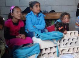 طلاب وأساتذة سوريون يحولون بناءً مهدَّماً إلى مدرسة... تعرّف على تجربتهم