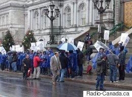 Manifestation devant l'hôtel de ville