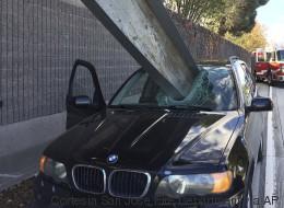 Conductor se salva de milagro: una viga atravesó su parabrisas
