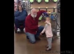 Niñita confunde a hombre con Santa. Luego, ocurrió la magia.