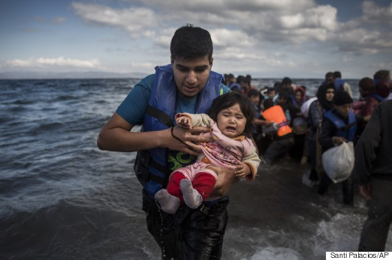 greece migrants arriving dinghy