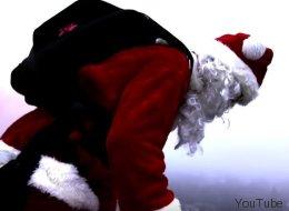 Le père Noël saute en parachute à Laval (VIDÉO)