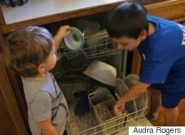 Ce que mes fils m'ont appris quand j'ai voulu leur enseigner les tâches ménagères