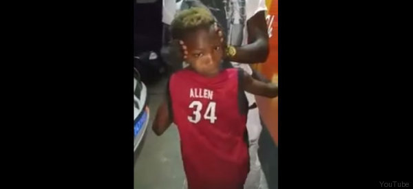 Aterrador: Niño gira su cabeza como en 'El Exorcista'