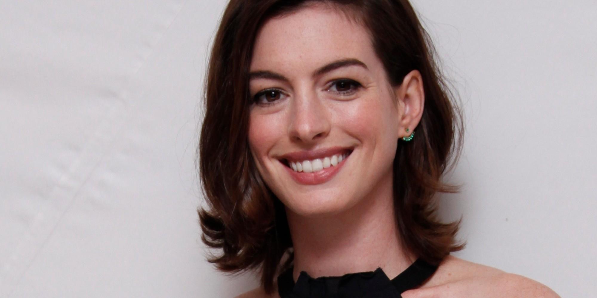 Anne Hathaway confirma embarazo y publica una foto suya en ... Anne Hathaway Facebook