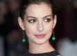 Hathaway publica foto embarazada en bikini en señal de protesta