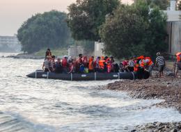 السوريون يظهرون الإمكانيات الاقتصادية للاجئين على الحدود التركية