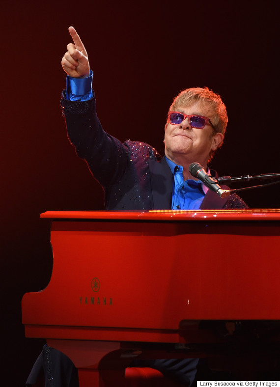 elton john remembers david bowie with cover of 39 space oddity 39 in emotional tribute. Black Bedroom Furniture Sets. Home Design Ideas