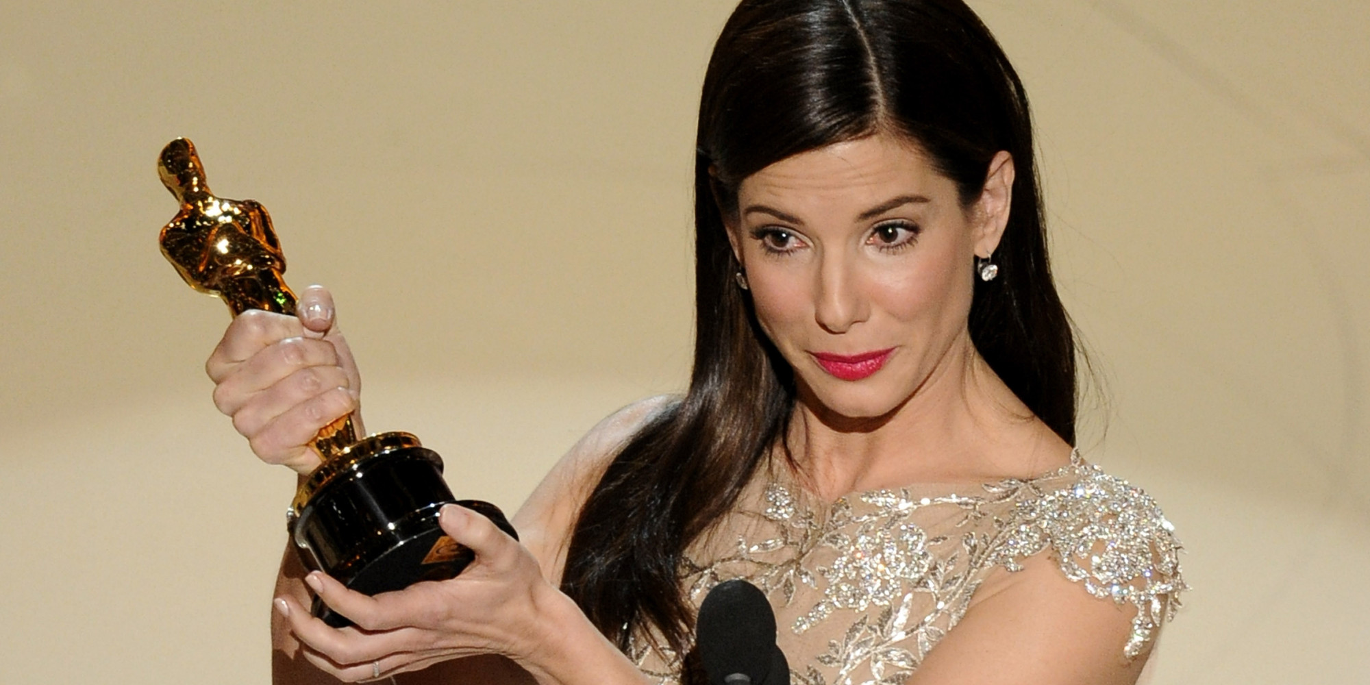 http://i.huffpost.com/gen/3891246/images/o-SANDRA-BULLOCK-OSCAR-THE-BLIND-SIDE-facebook.jpg