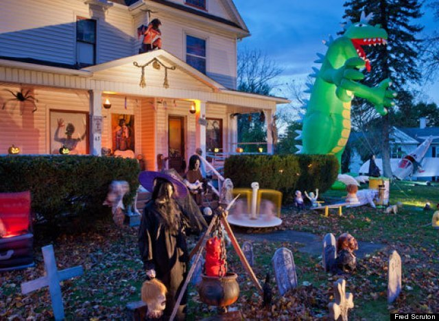 of you who saw the home featured at any of the above places you realize there is nothing more i enjoy this time of the year than a spooky halloween - Best Decorated Houses For Halloween