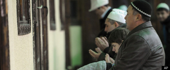 A Muslim employee asks about accommodations for daily prayers
