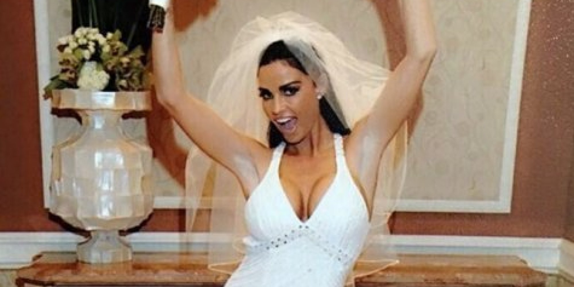 Katie price selling wedding dress on ebay huffpost uk for Wedding dress in ebay